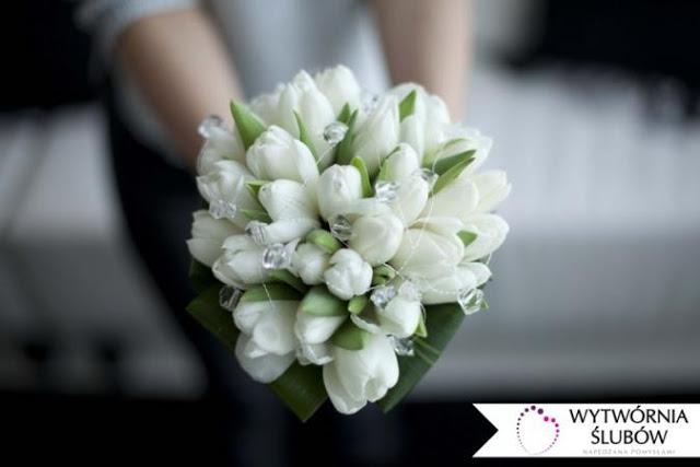 Biały bukiet ślubny - jakie kwiaty wybrać?
