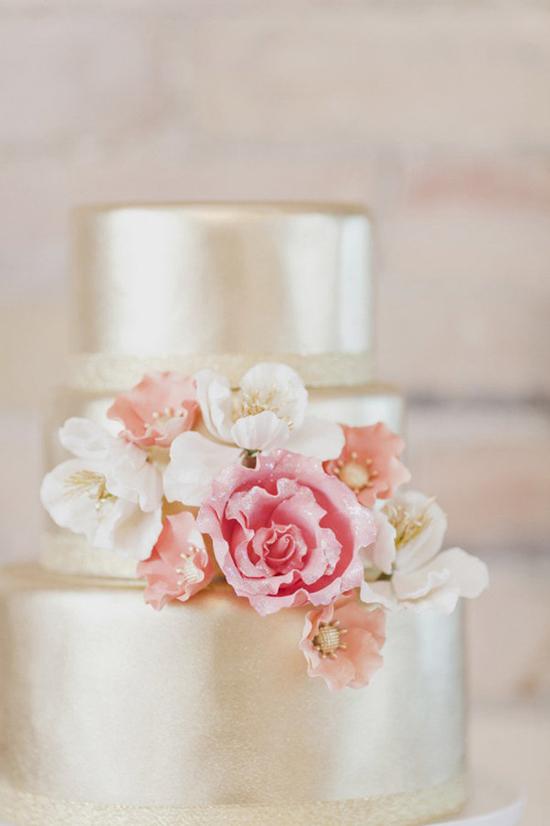 Metaliczne torty weselne