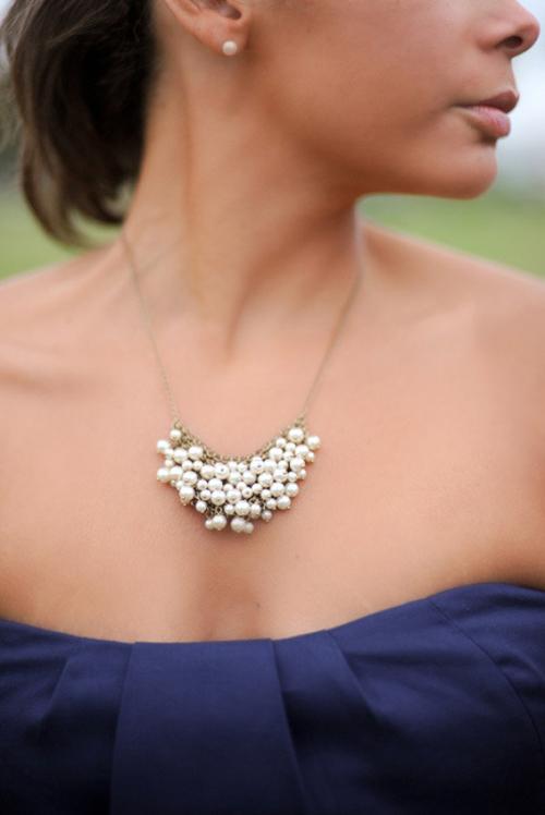 Kolorowe naszyjniki czy spokojne perły?
