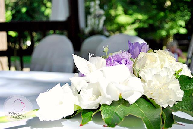 dekoracje ślubne na ślubie w plenerze