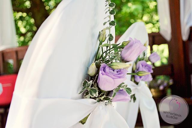 dekoracje ślubne fiolet