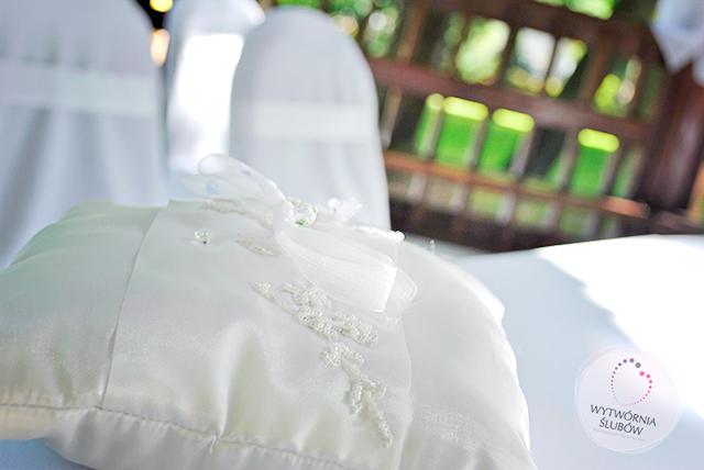 ślub w plenerze - poduszka na obrączki