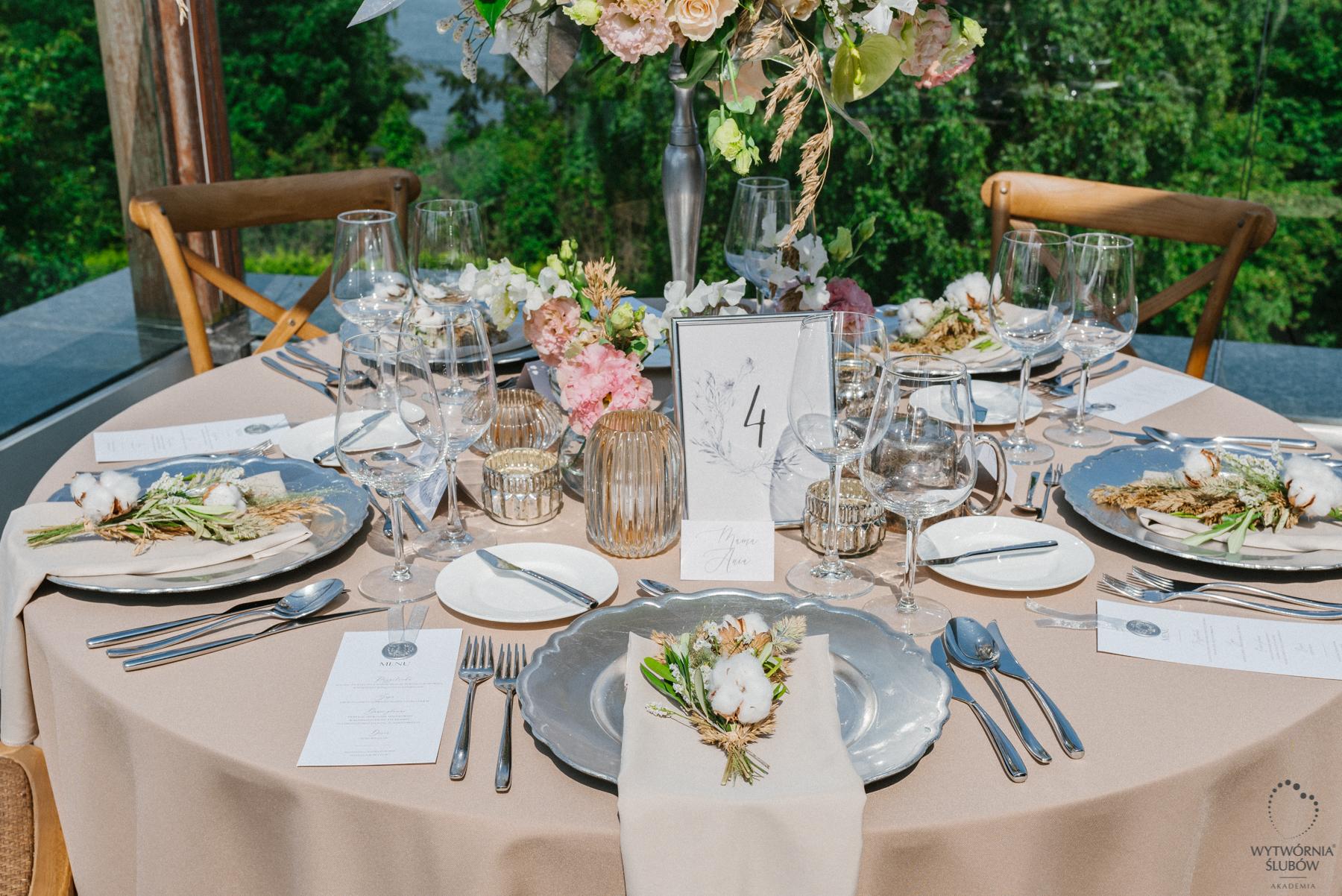 ślubne dekoracje - stoły weselne